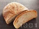 Рецепта Питка от пшеничено и ръжено брашно със сусам (с мая)